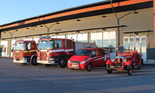 Varsinais-Suomen pelastuslaitoksen omistama sammutusauto L21 (vanha Aura 11).